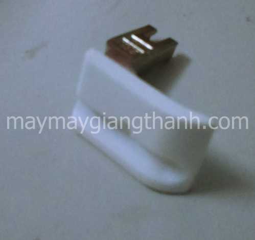Chân vịt nhựa chạy gân một kim phải  T69RH
